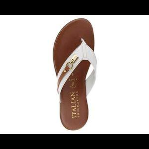 🎉 HOST PICK 🎉 ✨ Italian Shoemakers Lock Wedge Sandal - White & Tan